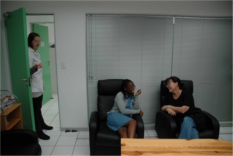2 ladies chatting before cosmetic study