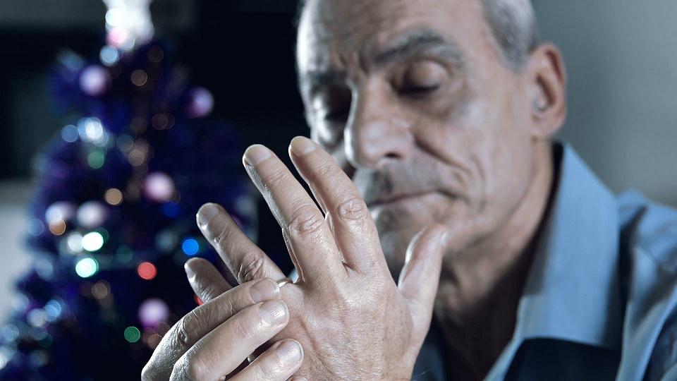 senior depressed at christmas